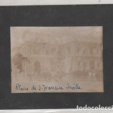 Fotografía antigua: FOTOGRAFÍA PLAZA DE SAN FRANCISCO SEVILLA. ANTONIO RUIZ ESCOBA FOTÓGRAFO. 12 X 9 CM. Lote 194712147