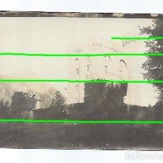 Fotografía antigua: CABALLERO DELANTE DEL CASTILLO DE ARTEAGA. VIZCAYA. SIGLO XIX. FOTÓGRAFO DESCONOCIDO.. Lote 194883882