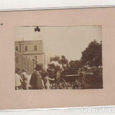 Fotografía antigua: FOTOGRAFÍA DE SEVILLA 1897 FERIA DE SEVILLA. NO FIGURA FOTÓGRAFO. 12 X 9 CM . Lote 194886762