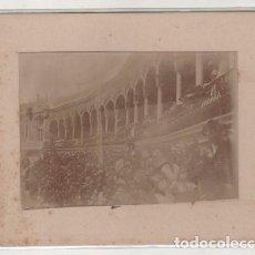 Fotografía antigua: FOTOGRAFÍA DE SEVILLA 1897 PLAZA DE TOROS. NO FIGURA FOTÓGRAFO. 12 X 9 CM . Lote 194886841