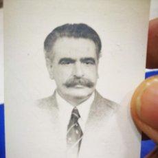 Fotografía antigua: FOTOGRAFÍA SEÑOR CON BIGOTE TIPO CARNET. Lote 194893915