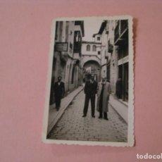 Fotografía antigua: FOTO DE MEDINA DE POMAR. 1954. 9,5X6 CM.. Lote 194973352