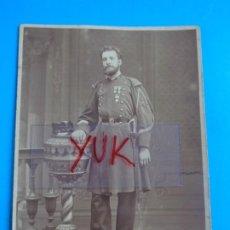 Fotografía antigua: BONITA FOTO ALBUMINA DE MILITAR CONDECORADO --- FOTOGRAFO J. GENISCANS -VALENCIA - SOBRE 1875. Lote 195086428