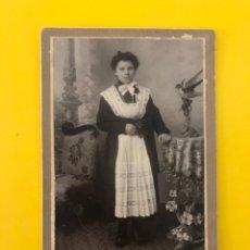 Fotografía antigua: TERMINI IMERESE (PALERMO) FOTOGRAFÍA ANTIGUA ALBUMINA SEÑORITA CON LAZO BLANCO (H.1900?). Lote 195137717