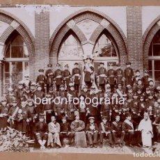 Fotografía antigua: CATALUÑA, GRUPO DE NIÑOS DISFRAZADOS DE MILITARES, 1900'S. 17X23 CM. SOPORTE: 26X33 CM.. Lote 195158632