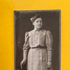 Fotografía antigua: GIESSEN (ALEMANIA) FOTOGRAFÍA JOVEN SEÑORA. FOTÓGRAFO: ATELIER PH. UHL. (A.1906). Lote 195158875