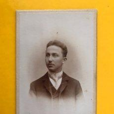 Fotografía antigua: AUGSBURGO (ALEMANIA) FOTOGRAFÍA. JOVEN CON CORBATA. FOTÓGRAFO: ATELIER GERMANÍA (H.1890?). Lote 195161832