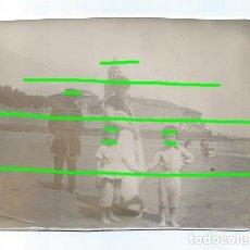 Fotografía antigua: PLAYA DE SAN LORENZO, DELANTE DE LA IGLESIA DE SAN PEDRO APÓSTOL. GIJÓN, ASTURIAS. S. XIX.. Lote 195185733
