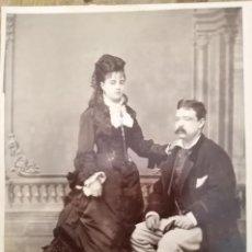 Fotografía antigua: FOTOGRAFIA DE ESTUDIO DAMA PROFUSAMENTE ATAVIADA Y CABALLERO J. OLIVAN MADRID. Lote 195291165