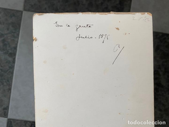 Fotografía antigua: FOTOGRAFIA ORIGINAL A DOCUMENTAR , DEL AÑO 1895 Y CON TEXTO AL REVERSO , en la gruta - Foto 2 - 195358378