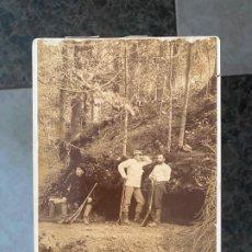 Fotografía antigua: FOTOGRAFIA ORIGINAL A DOCUMENTAR , DEL AÑO 1895 Y CON TEXTO AL REVERSO , EN LA GRUTA . Lote 195358378
