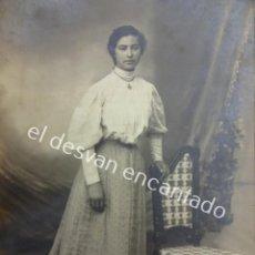 Fotografía antigua: ANTIGUA ALBÚMINA DAMA PONTEVEDRESA. ESTUDIO BERNARDO COBIÁN. PONTEVEDRA.. BARCELONA. 18 X 12 CTMS. Lote 195489902