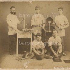 Fotografía antigua: CURIOSO GRUPO DE PASTELEROS O PANADEROS, 1870 APROX. SIN DATOS, PROCEDENCIA: BARCELONA CIUDAD.. Lote 196766385