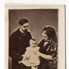 Fotografía antigua: ALBUMINA DEL PRETENDIENTE DON CARLOS CON SU FAMILIA. CARLISTA. SIGLO XIX. CARLISMO. Lote 197165628