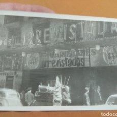 Fotografía antigua: FOTOGRAFÍA FACHADA DE TEATRO - FUNCIÓN VARIEDADES ARREVISTADAS - VALENCIA -. Lote 198071596