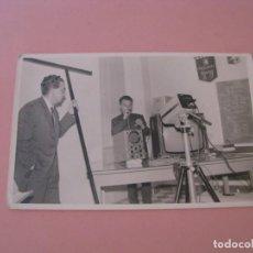 Fotografía antigua: FOTO SIN LOCALIZAR. ALGÚN LABORATORIO, TALLER, FACULTAD. OSCILÓGRAFO, TELEVISOR.... Lote 199245197