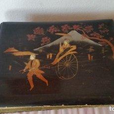 Fotografía antigua: EXPLENDIDO MUY ANTIGUIO ALBUME DE COLECION CHINO SIGLO XIV.XX,DENTO ES FORADO EN SEDA PINTADA A MANO. Lote 200815520