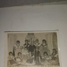 Fotografía antigua: FOTO ANTIGUA NIÑOS DE ORFANATO EN ACTUACIÓN AÑOS 50.. Lote 203006992