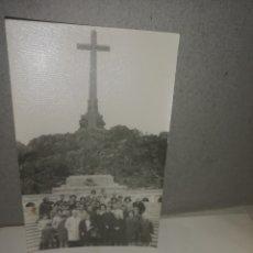 Fotografía antigua: FOTO DE ESCURSION AL VALLE DE LOS CAÍDOS.. Lote 203007185