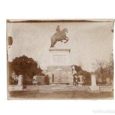 Fotografía antigua: MADRID.- ESTATUA DE FELIPE IV EN LA PLAZA DE ORIENTE. 12X9.. Lote 203396613