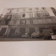 Fotografia antica: FOTOGRAFIA ORIGINAL HOTEL IDEAL MALAGA AÑOS 50 CAMION DE BEBIDAS CARBÓNICA EL NIAGARA. Lote 203639816