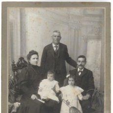 Fotografía antigua: GRUPO FAMILIAR FINALES SIGLO XIX PRINCIPIOS XX - FOTÓGRAFO ADOLFO LARA - VILLAFRANCA DEL PANADES. Lote 206239020