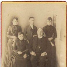 Fotografía antigua: FOTOGRAFÍA FAMILIAR FINALES SIGLO XIX PRINCIPIOS DEL XX FOTÓGRAFO DESCONOCIDO. Lote 206457812