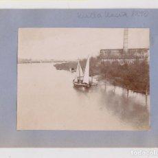 Fotografía antigua: DOS FOTOGRAFÍAS. GUADALQUIVIR. VELERO Y BARCOS. SEVILLA, HACIA 1898. 11 X 8 CM.. Lote 206585787