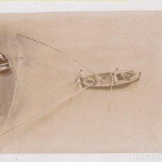 Fotografía antigua: FOTOGRAFÍA. SEVILLA. ARTE DE PESCA EN EL GUADALQUIVIR. HACIA 1898. 11 X 8 CM.. Lote 206586670