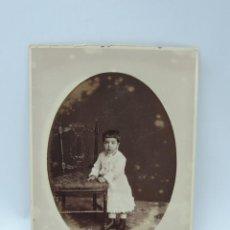 Fotografía antigua: FOTOGRAFIA ALBUMINA DE NIÑA, FOTO E. JULIA, MADRID, MIDE 16 X 10,5 CMS.. Lote 206873660