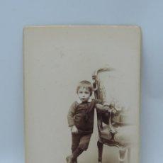 Fotografía antigua: FOTOGRAFIA ALBUMINA DE NIÑO, FOTO EDGAR DEBA, MADRID, MIDE 16 X 10,5 CMS.. Lote 206874501
