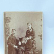 Fotografía antigua: FOTOGRAFIA ALBUMINA DE PAREJA, FINALES DE SIGLO XIX, MIDE 14 X 10,5 CMS.. Lote 206874848