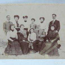 Fotografía antigua: FOTOGRAFIA ALBUMINA DE FAMILIA, FINALES DE SIGLO XIX. MIDE 16 X 12,5 CMS.. Lote 206896095