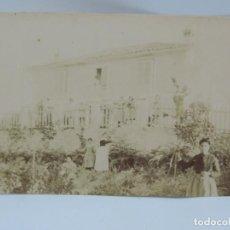 Fotografía antigua: FOTOGRAFIA ALBUMINA DE CASERIO O PAZO, PARECE GALICIA, FINALES DE SIGLO XIX. MIDE 16 X 12,5 CMS.. Lote 206896228