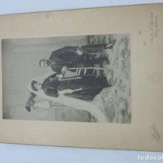 Fotografía antigua: FOTOGRAFIA DE MATRIMONIO, FOTO BORKA, MADRID, MIDE 29 X 20 CMS.. Lote 206915890