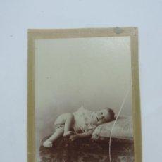 Fotografía antigua: FOTOGRAFIA ALBUMINA DE NIÑO. FINALES DE SIGLO XIX. MIDE 16,5 X 11 CMS.. Lote 207353571