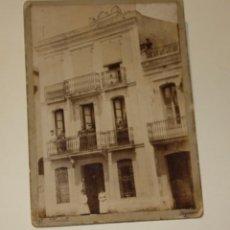 Photographie ancienne: ALBUMINA DE G. MARTELLI DE FIGUERAS. FOTOGRAFIA DE UN EDIFICIO EN GRANOLLERS MEDIDAS 12 X 17. Lote 208601203