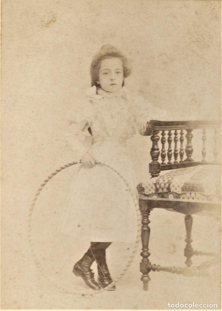 Fotografía antigua: PRECIOSA NIÑA CON UN ARO - FOTÓGRAFÍA PARISIEN, VALENCIA - FINALES S. XIX PRINCIPIOS XX - Foto 2 - 210935432