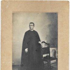 Fotografía antigua: CURA PÁRROCO DE LA CAMPANA (SEVILLA) - FOTÓGRAFO A.MORALES, SEVILLA - FECHADA 1º MAYO 1909. Lote 210936929