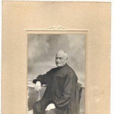Fotografía antigua: PERSONA MAYOR CON BLUSÓN TÍPICO - FOTÓGRAFO J. DERREY, VALENCIA - PRINCIPIOS SIGLO XX. Lote 210938157