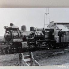 Fotografía antigua: 1965 FOTO ORIGINAL ESTACION TALLERES VIGO FERROCARRIL RENFE MAQUINA OESTE 878. Lote 212092445
