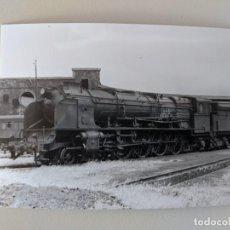 Fotografía antigua: 1965 FOTO ORIGINAL ESTACION TALLERES ORENSE OURENSE RENFE FERROCARRIL MAQUINA NORTE 4623. Lote 212092686
