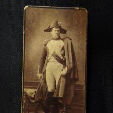 Fotografía antigua: INTERESANTE FOTOGRAFÍA CON AUTÓGRAFO DEL ACTOR ALEMAN CARL WIENE COMO NAPOLEÓN A ECHEGARAY 1888. Lote 212467725