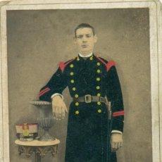 Fotografía antigua: BALEARES. MAHÓN. MILITAR. SOLDADO DE ARTILLERIA AÑO 1879.FOTO B. VICTOR. TIPO CDV.. Lote 213910016
