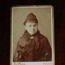 Fotografía antigua: FOTOGRAFIA ALBUMINA TIPO CDV DE MUJER, HOTO H. ROS, TOLEDO, MIDE 6,5 X 4,5 CMS.. Lote 221128353