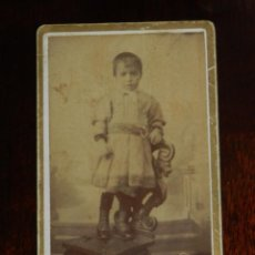 Fotografía antigua: FOTOGRAFIA ALBUMINA TIPO CDV DE MUJER, FOTO L. MORATALLA, MADRID, MIDE 5,5 X 3,5 CMS.. Lote 221129310