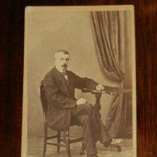 Fotografía antigua: FOTOGRAFIA ALBUMINA TIPO CDV, CABALLERO, FOTO GABRIEL DOMINGUEZ, MADRID, MIDE 10,5 X 6 CMS. APROX.. Lote 221131806