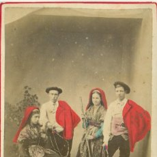 Fotografía antigua: GRUPO ALDEANOS PAÍS VASCO FRANCÉS. HACIA 1870. COLOREADA A MANO. GRAN TAMAÑO. Lote 221670433