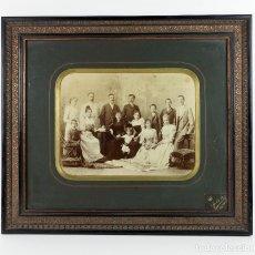 Fotografía antigua: RETRATO DE GRUPO , 1890 APROX. TAMAÑO MARCO: 40X46 CM. FOTO: 20X25 CM. NAGYVÁRAD - ORADEA, RUMANÍA.. Lote 221714230