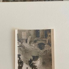 Fotografía antigua: ROBERT CAPA , FOTOGRAFIA ORIGINAL SELLADA AL REVERSO , TEMA GUERRA - ABRIL 1941. Lote 222025673